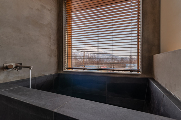 Silver Dream Bathtub | West Hirafu