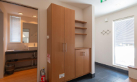 Snow Fox Bathroom with Walk-In Wardrobe | Lower Hirafu