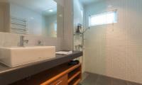 Snow Fox Bathroom with Mirror | Lower Hirafu