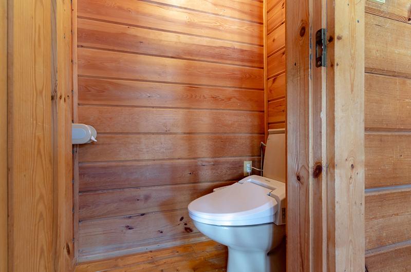 Tanoshii Chalet Bathroom | East Hirafu