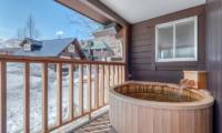 Tanoshii Chalet Sunken Bathtub | East Hirafu