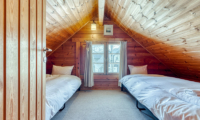 Tanoshii Chalet Twin Bedroom | East Hirafu