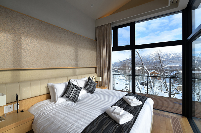Tsudoi King Size Bed with View | East Hirafu