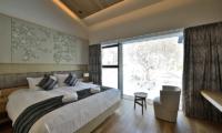 Tsudoi Bedroom with Seating Area | East Hirafu