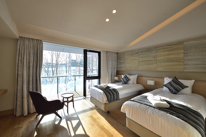 Tsudoi Twin Bedroom with Seating Area | East Hirafu