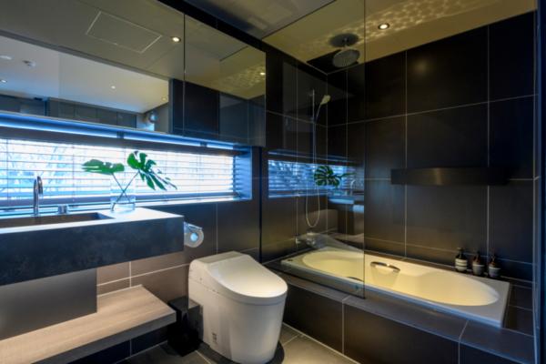 Odile Bathroom with Bathtub and Shower | West Hirafu