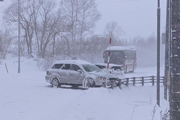 niseko-carnage-on-niseko-roads-as-snow-storm-hits-02