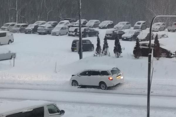 niseko-carnage-on-niseko-roads-as-snow-storm-hits-08